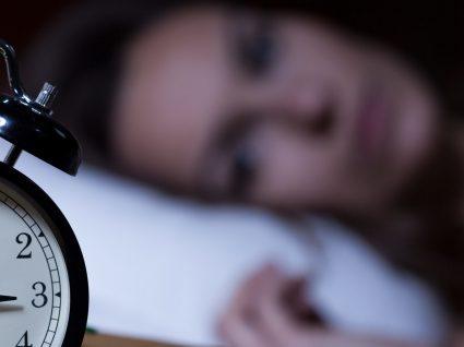Acorda muitas vezes a meio da noite? Este artigo é para si