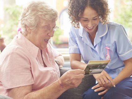 Apoio domiciliário a idosos: informações úteis