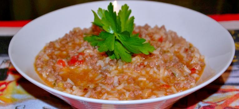 arroz solto com carne picada