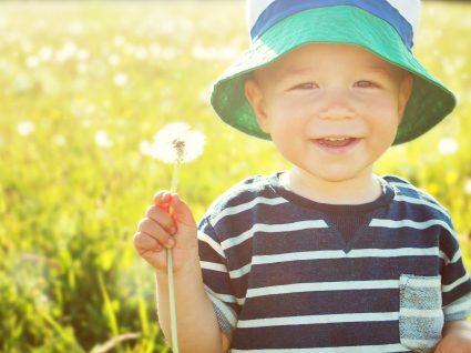 Roupas práticas para meninos com um dia-a-dia super mexido