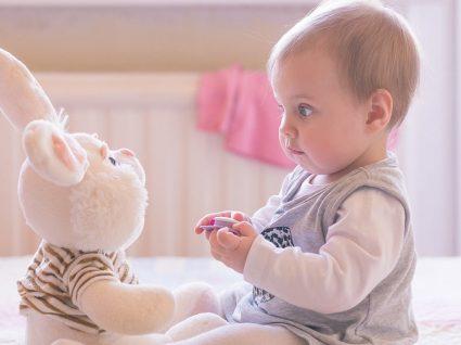Como vestir o bebé de forma confortável e super amorosa