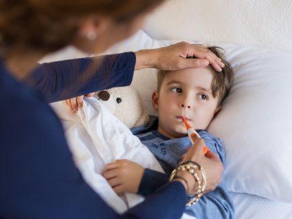 Menino com sintomas de bronquiolite