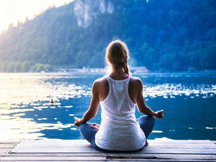 As posturas de yoga que precisa (mesmo) de conhecer