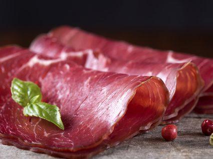 Carnes vermelhas e processadas: deve excluí-las da sua alimentação?