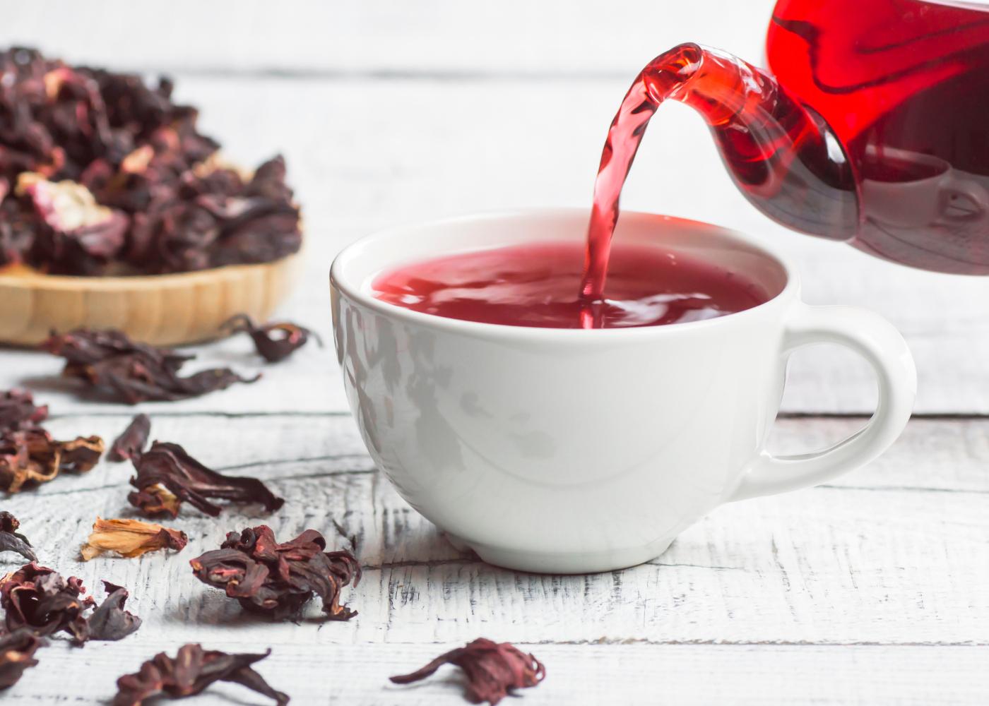 Chás para a retenção de líquidos: chá de hibisco
