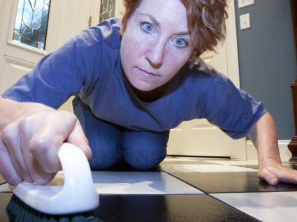 Obsessão com sujidade: quando limpar é uma doença