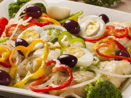 4 Receitas de salada de bacalhau: refrescantes para os dias de calor