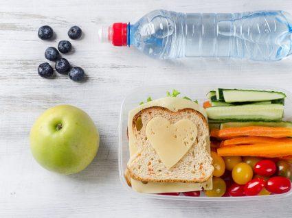 Comer bem fora de casa: dicas essenciais para o seu dia-a-dia