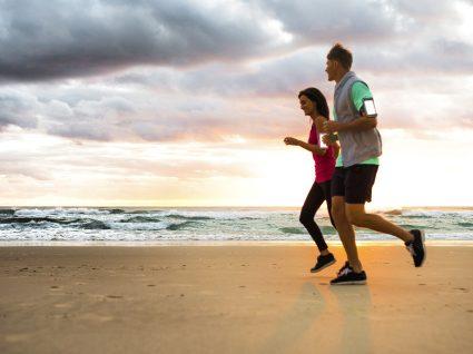 Correr na praia sem lesões