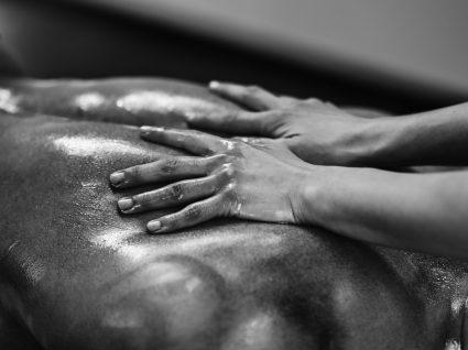 4 Cremes de massagem para momentos íntimos perfeitos