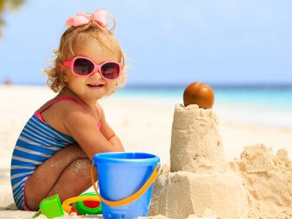 Roupa de praia para meninas para dias de verão divertidos