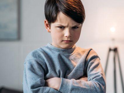 Como lidar com uma criança agressiva na escola