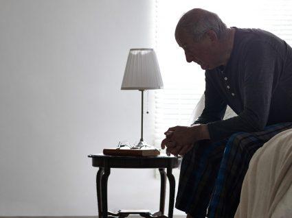 Isolamento de idosos: causas e como combater