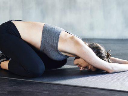 5 Exercícios posturais para evitar dores de costas