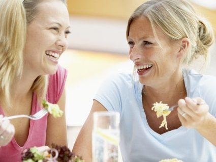 4 Dicas fundamentais para ser saudável quando almoça ou janta fora