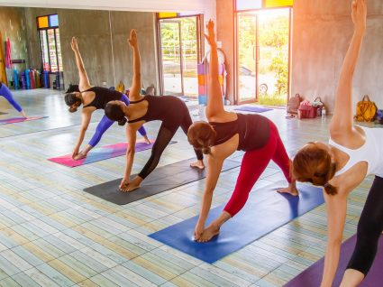 Hot yoga: uma aula em que pode trabalhar todos os músculos e perder até 900 kcal