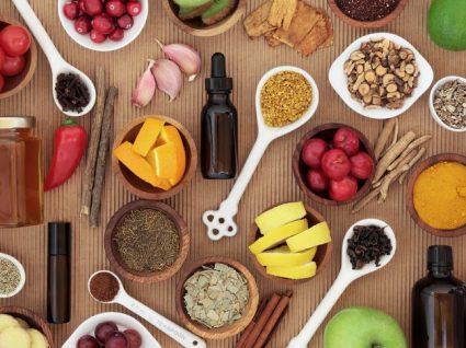 Alimentos que interferem com medicamentos: as combinações que deve evitar