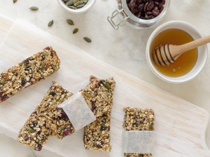 Barras de cereais multi-frutos: receita caseira para um snack saudável