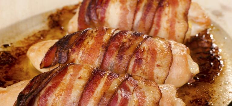 frango de estufado com bacon