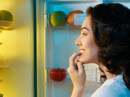 Alimentos que não deve comer antes de ir para a cama