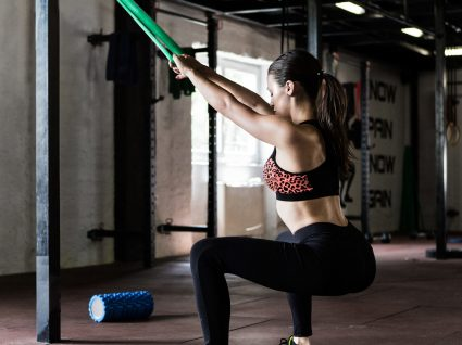 4 Exercícios super eficazes de TRX para glúteos