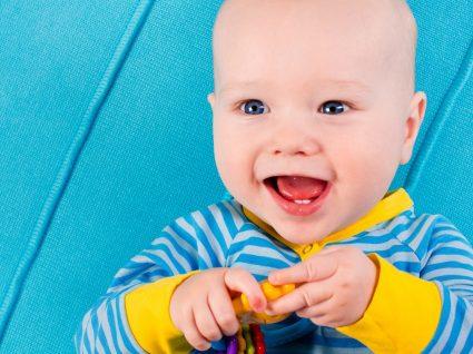 Os 7 sintomas principais dos dentes a nascer
