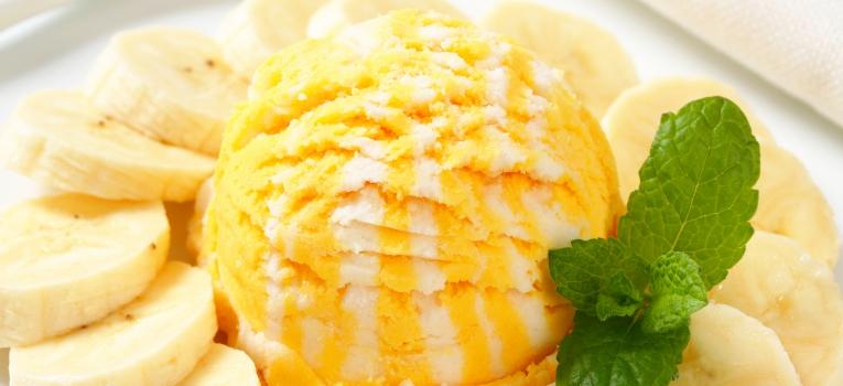 gelado de banana e manga com iogurte grego