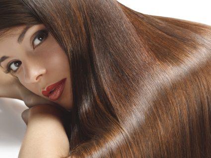 Benefícios e formas de usar óleo de coco no cabelo