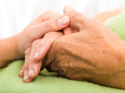 Direitos e deveres dos cuidadores informais de idosos