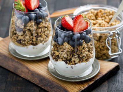 Iogurte com granola: 3 receitas e respetivos cuidados