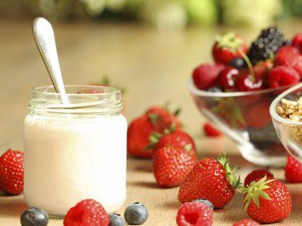 Iogurte: os diferentes tipos, benefícios e como fazer