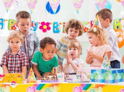 Como fazer uma festa de anos para crianças em casa com descontos imperdíveis