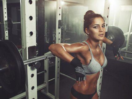 7 Boas razões pelas quais as mulheres devem levantar pesos no ginásio