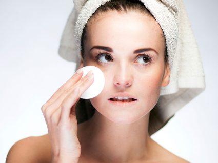 Como fazer uma limpeza de pele corretamente