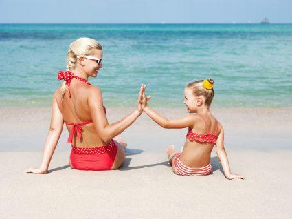 Looks para mamãs e crianças na praia