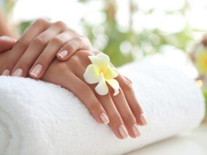 Truques para umas mãos bonitas e hidratadas by Vanessa Alfaro