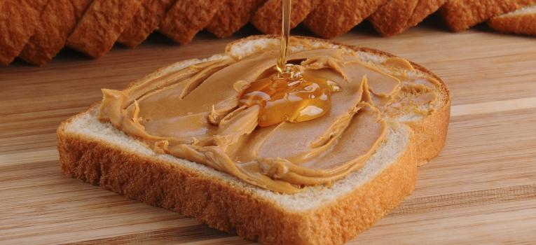 manteiga de amendoin com mel
