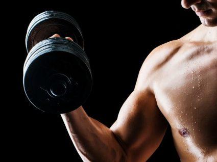 5 Exercícios para bíceps que deve incluir no seu treino