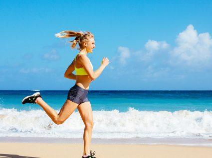 Os melhores exercícios para fazer na praia
