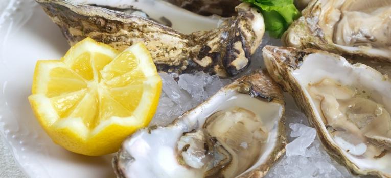 ostras com molho de natas e limao