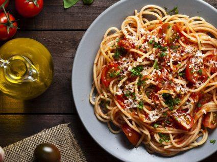 Como fazer um jantar italiano em casa com amigos