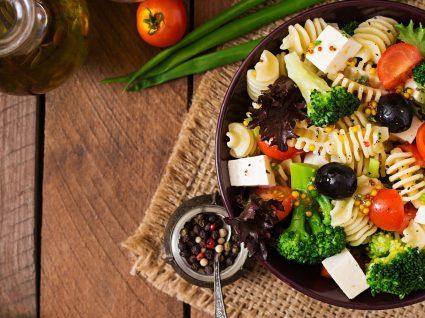 4 Sugestões de jantares de verão para noites leves e saudáveis