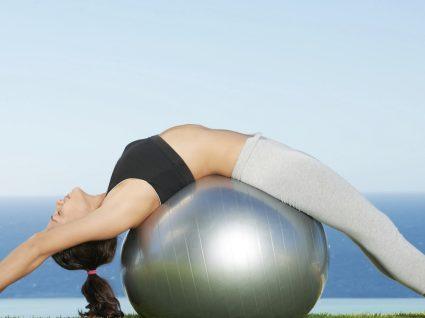 6 Exercícios de pilates de solo para experimentar