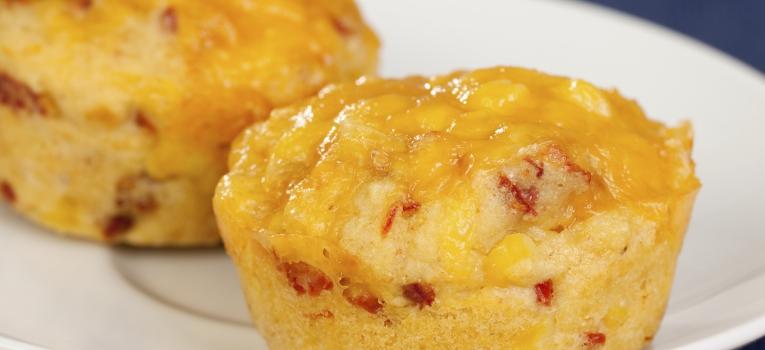 queque de queijo, ovo e legumes