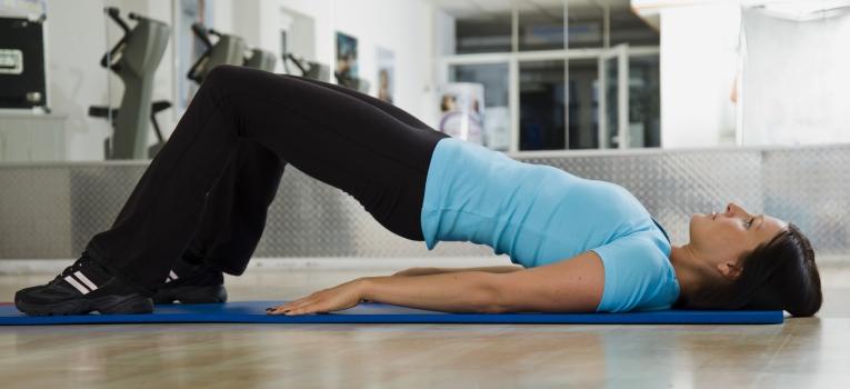 rotacao da bacia exercicios para dores nas costas