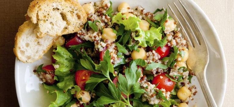 salada de legumes e grao de bico