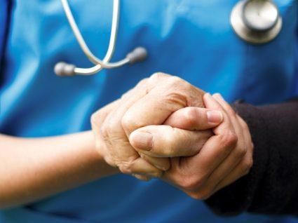 Conheça os principais sintomas de Parkinson