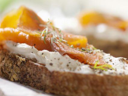 5 Receitas com salmão fumado: versáteis e deliciosas