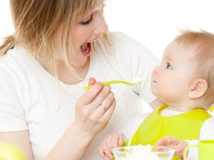 Técnicas para introduzir novos alimentos a bebés