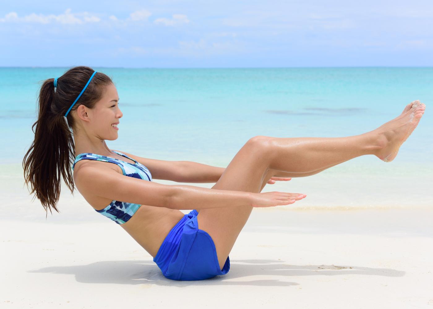tonificar o corpo v-up exercício
